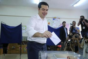 Greek Prime Minister Alexis Tsipras votes at a polling station in Athens, Greece July 5, 2015. REUTERS/Alkis Konstantinidis